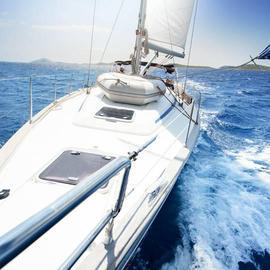 Bateau en Corse, à moteur ou à voile, profitez de la mer turquoise corse